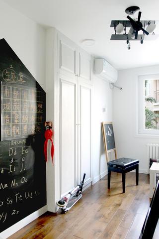 美式风格二居装修儿童房一角