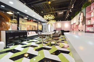 时尚前卫美妆店装修沙发图片