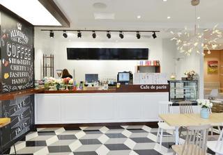 80平小清新咖啡厅装修收银台图片
