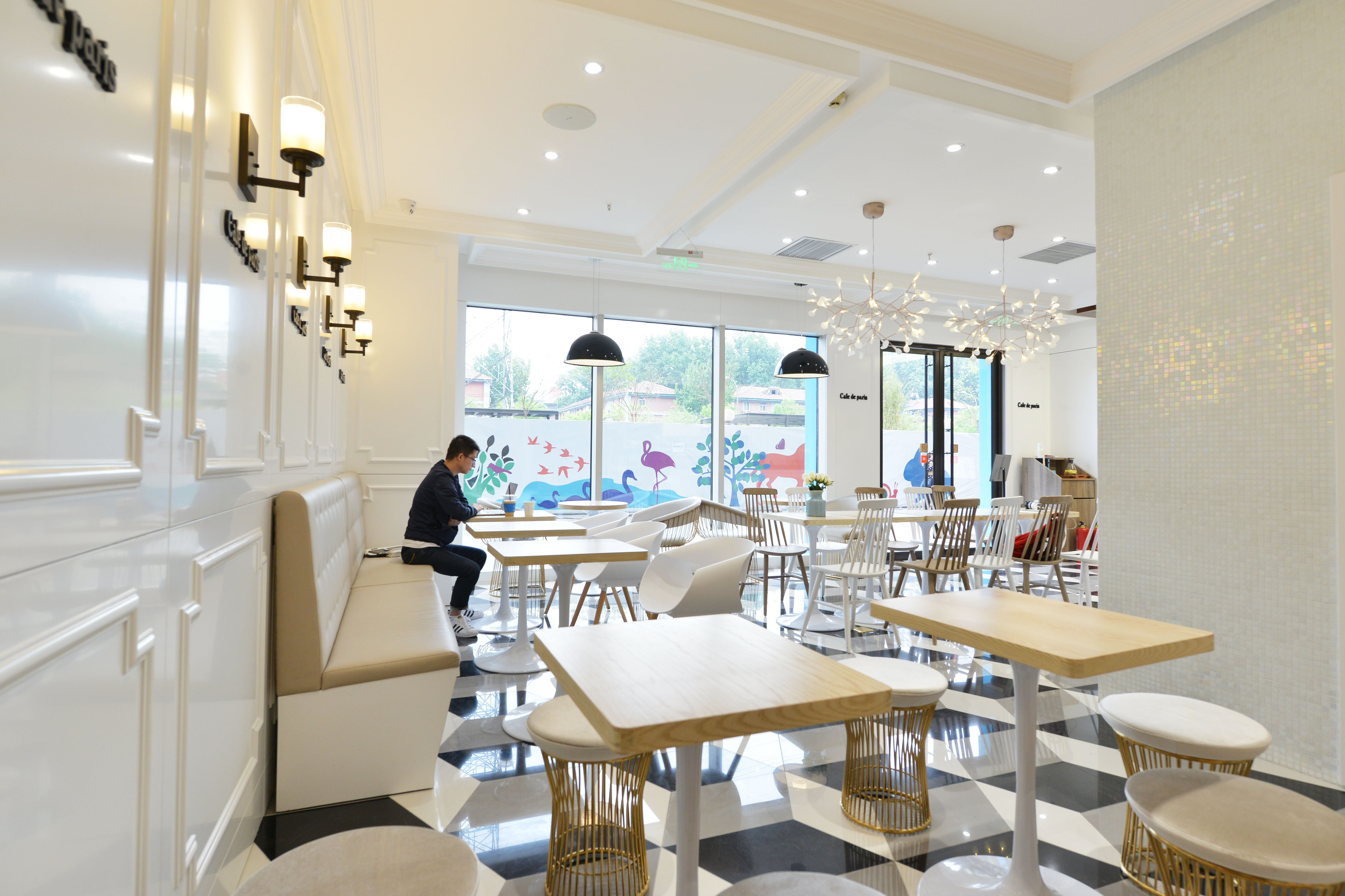 80平小清新咖啡厅装修壁灯图片