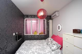 60平小户型简约风装修卧室搭配图