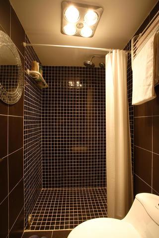 60平小户型简约风装修卫生间装潢图