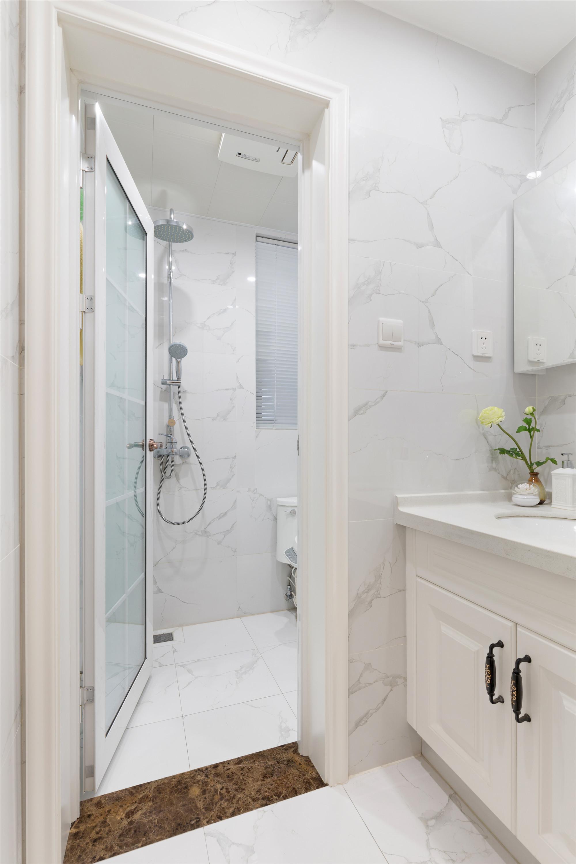 90平美式二居装修卫生间设计图