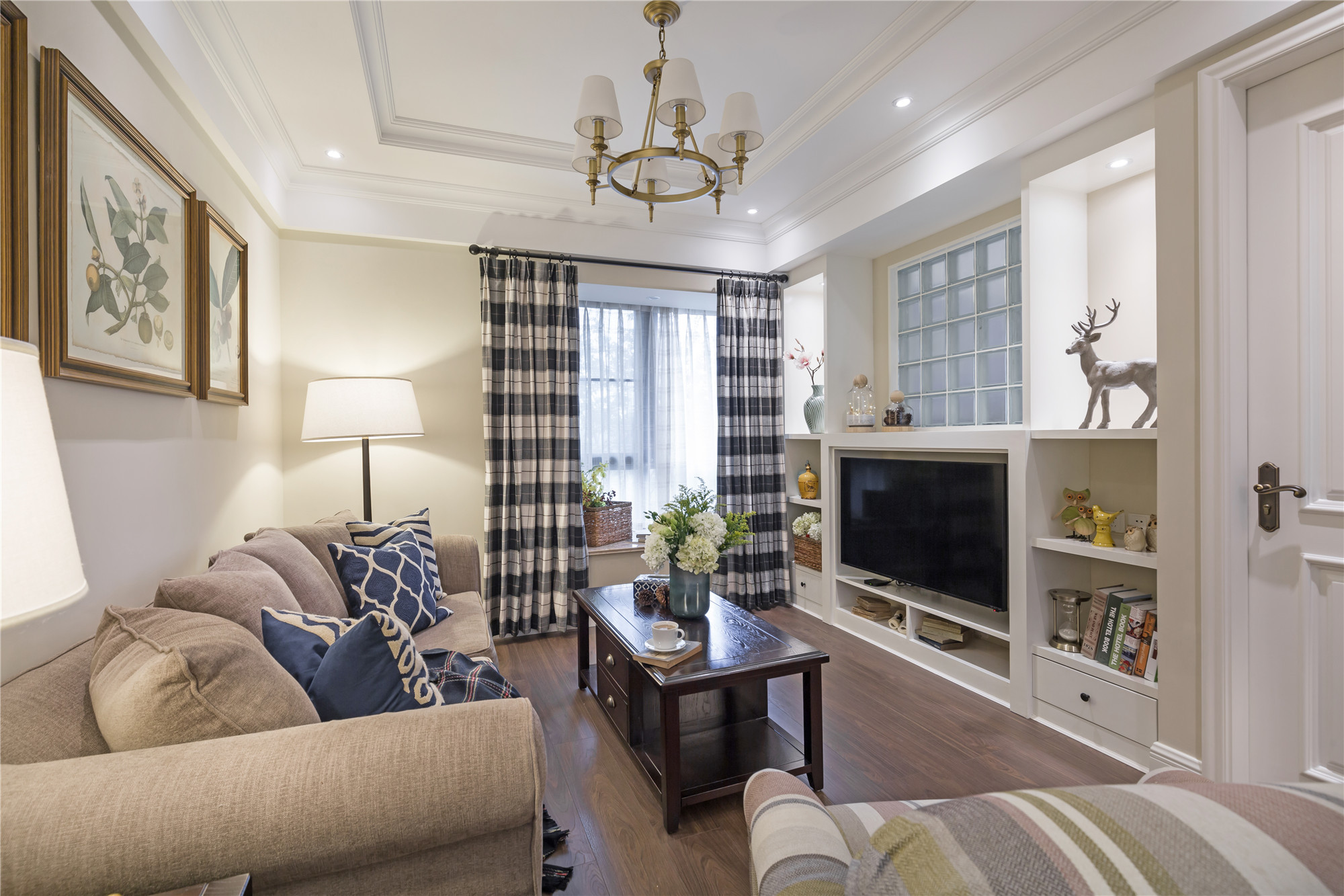 90平美式二居装修电视背景墙图片