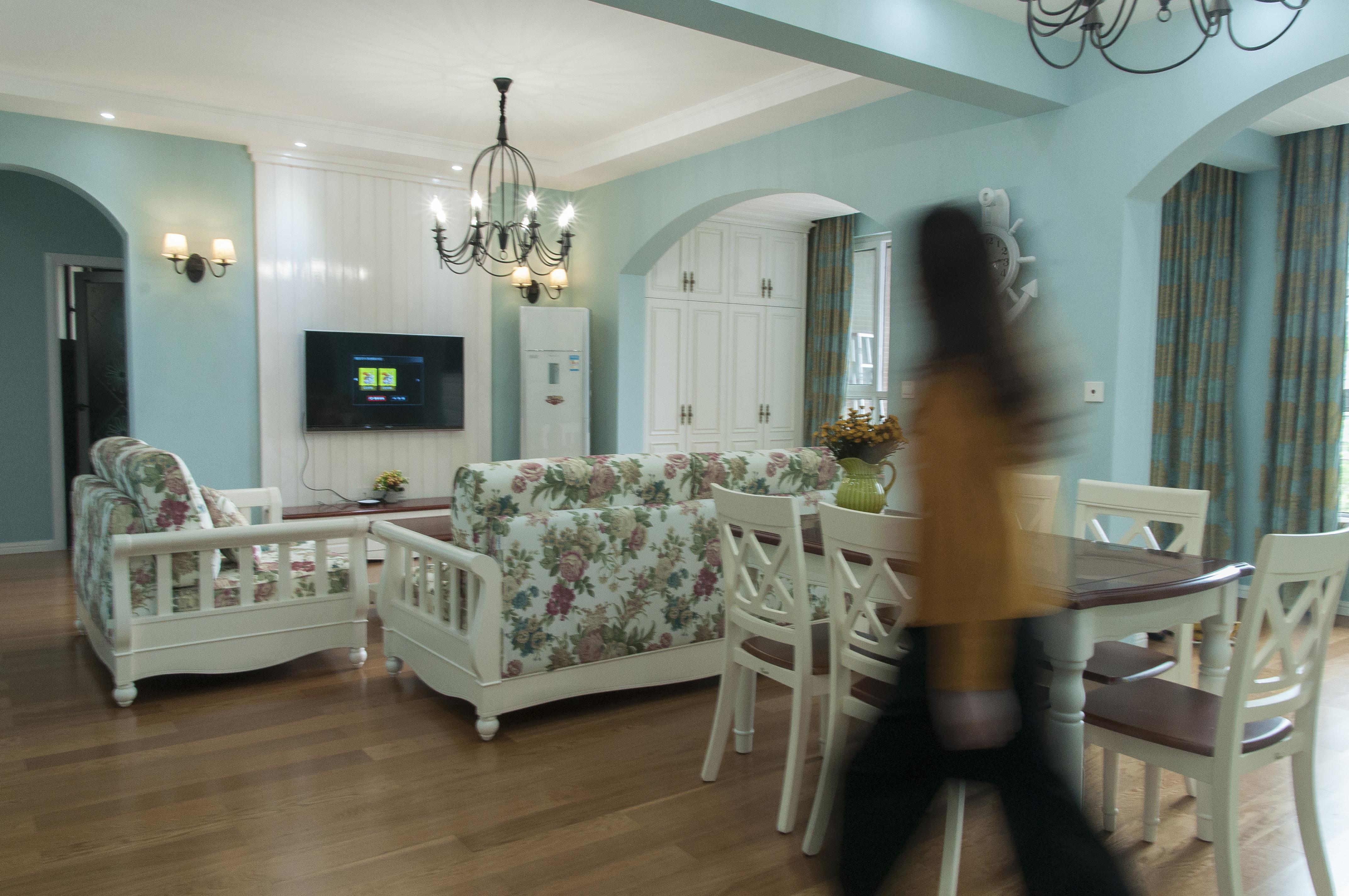 地中海三居之家客餐厅搭配图