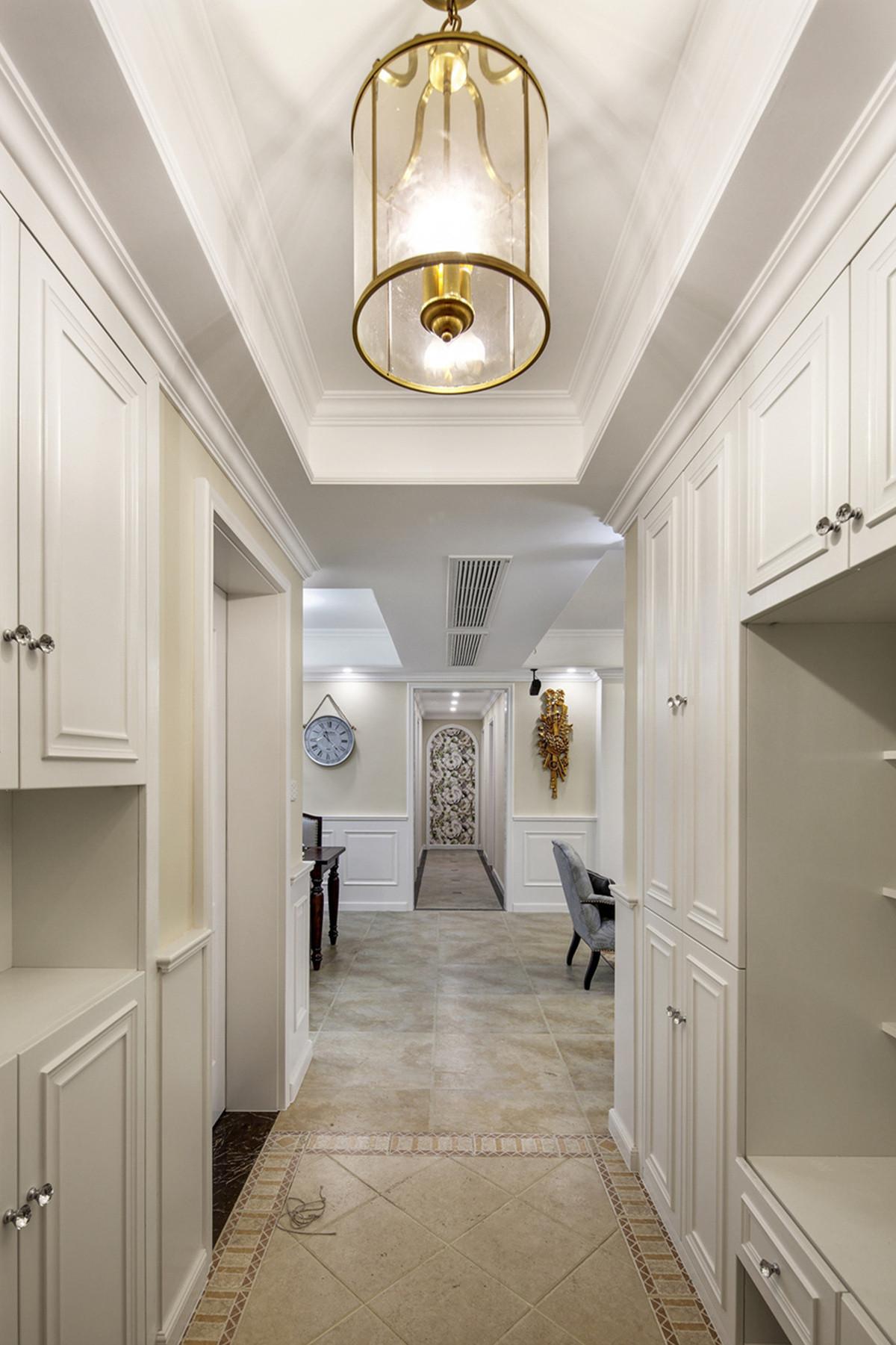 美式风格三居装修门厅设计