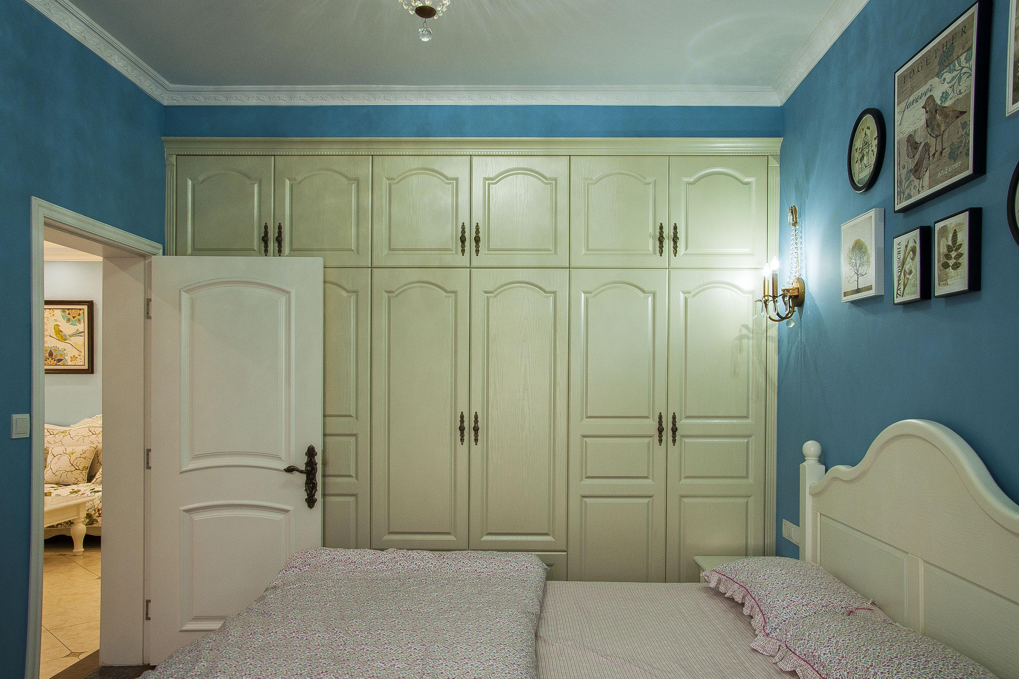 二居室法式风格家衣柜图片