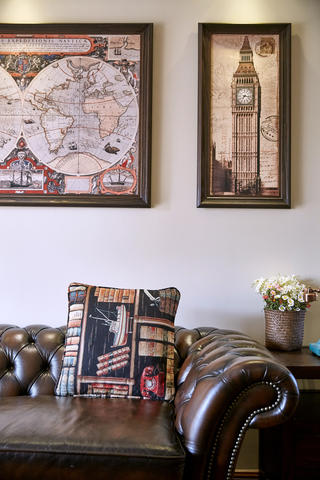 三居室美式乡村风装修抱枕图片
