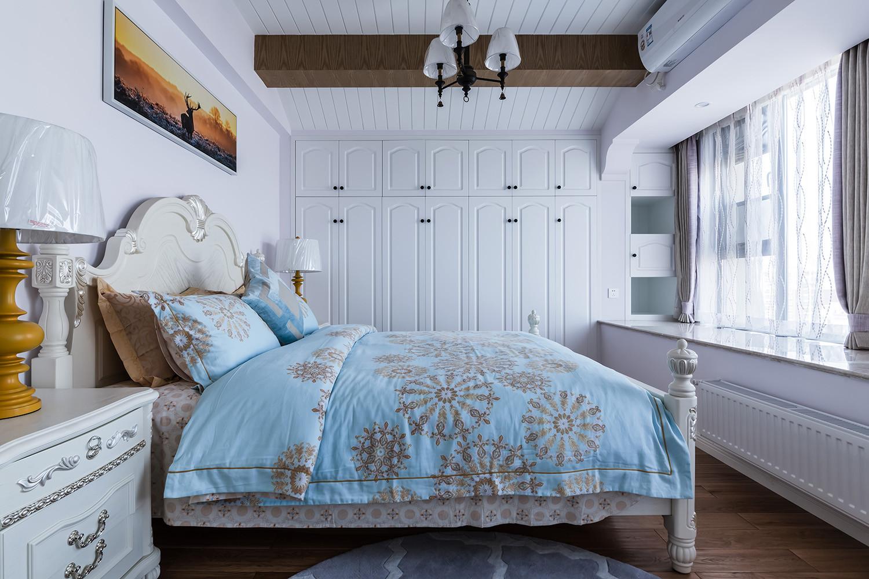 美式二居装修卧室效果图