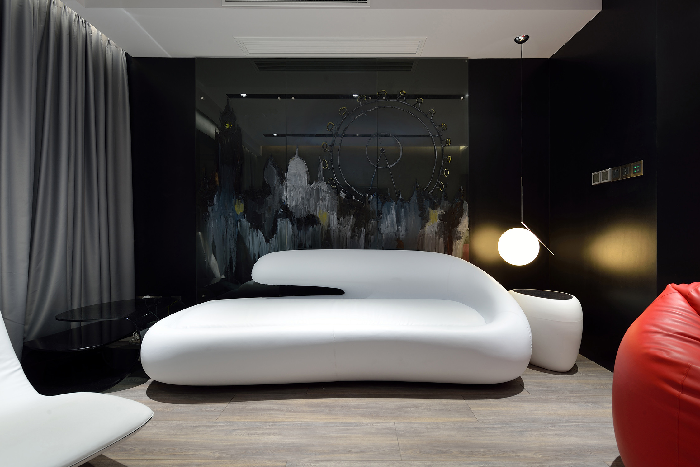 黑白极简装修沙发图片