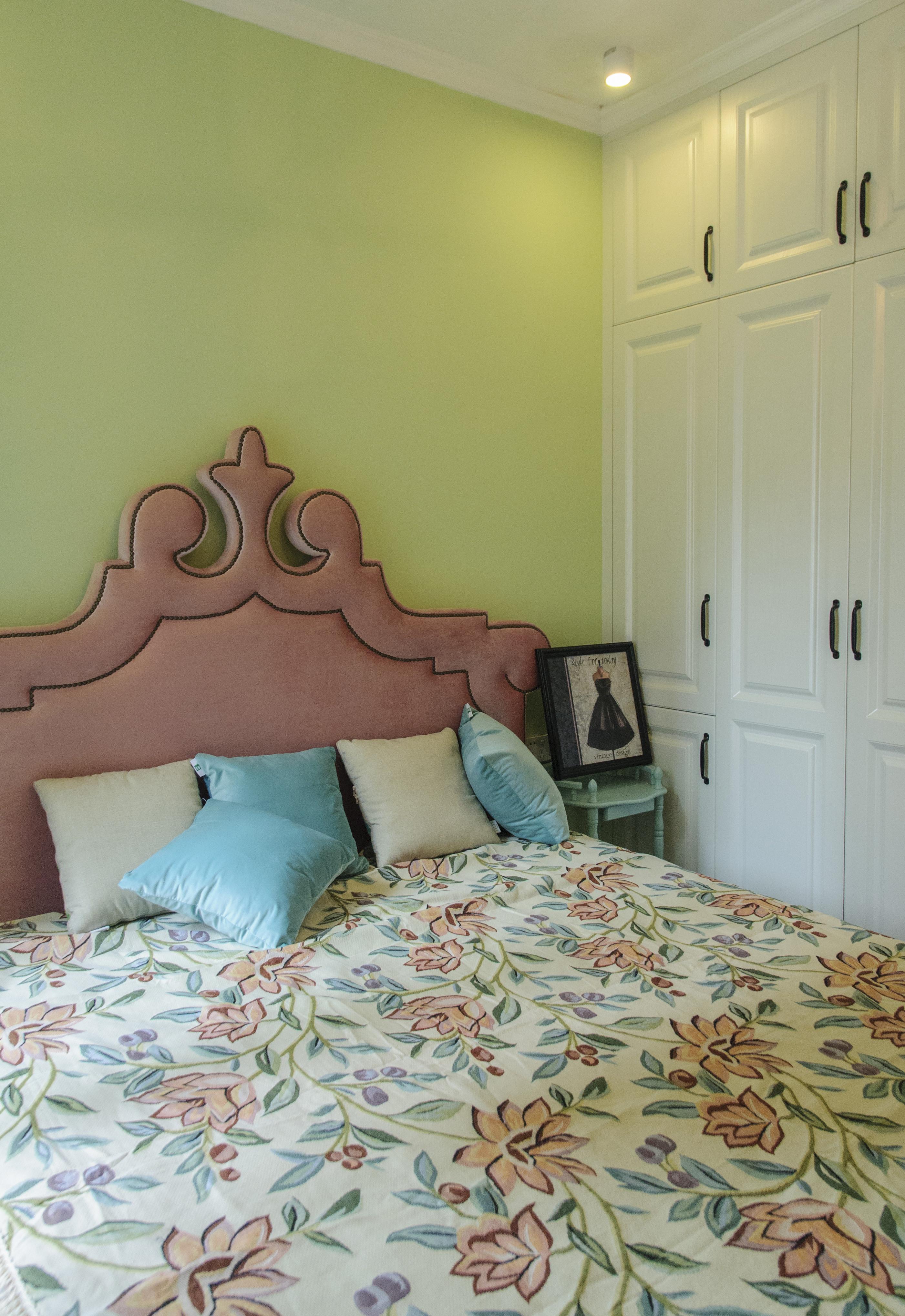 83平美式风格设计卧室搭配图