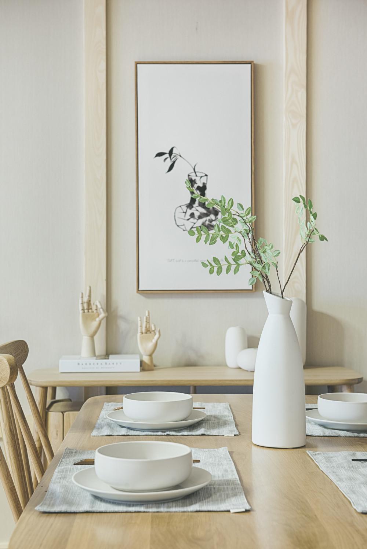 日式三居装修餐桌摆件
