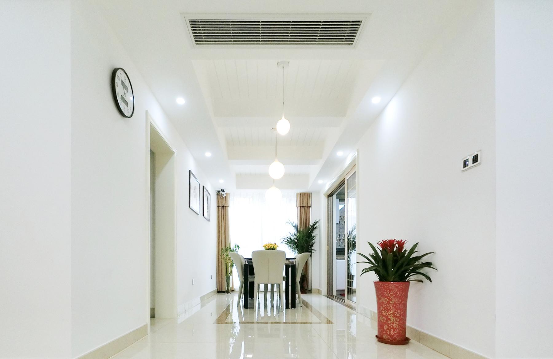 128平简约三居装修餐厅设计图