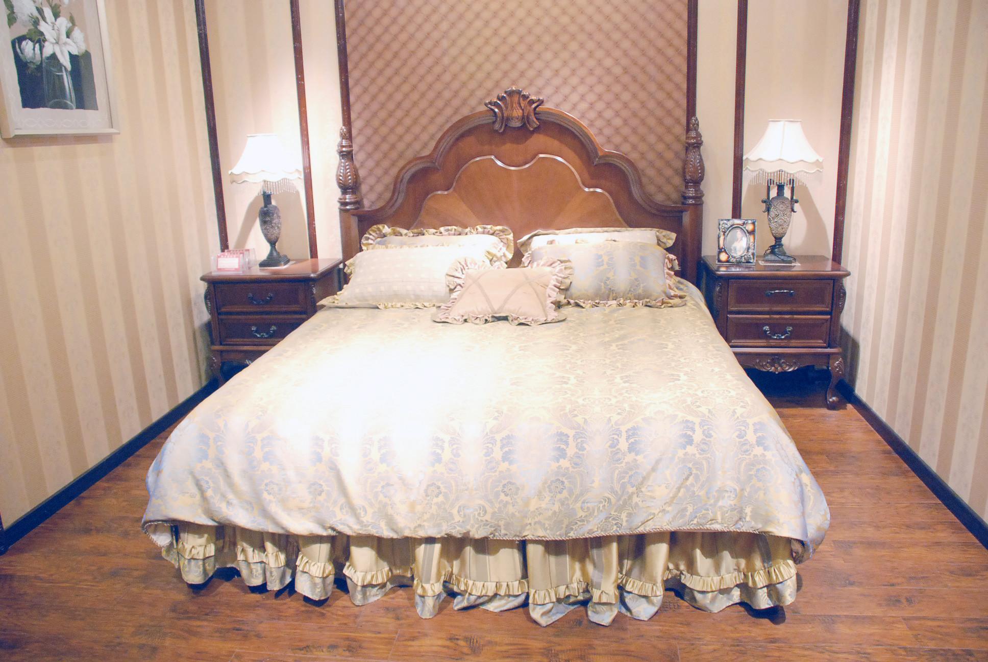 5081C实木大床+2个床头柜
