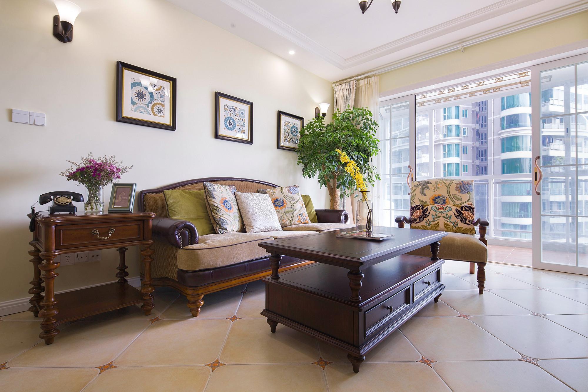 美式三居装修沙发背景墙设计