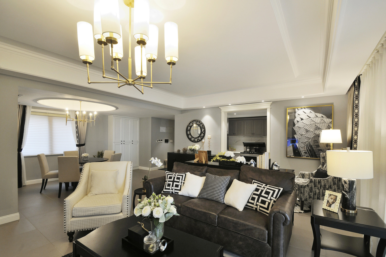 美式三居装修客厅吊灯图片