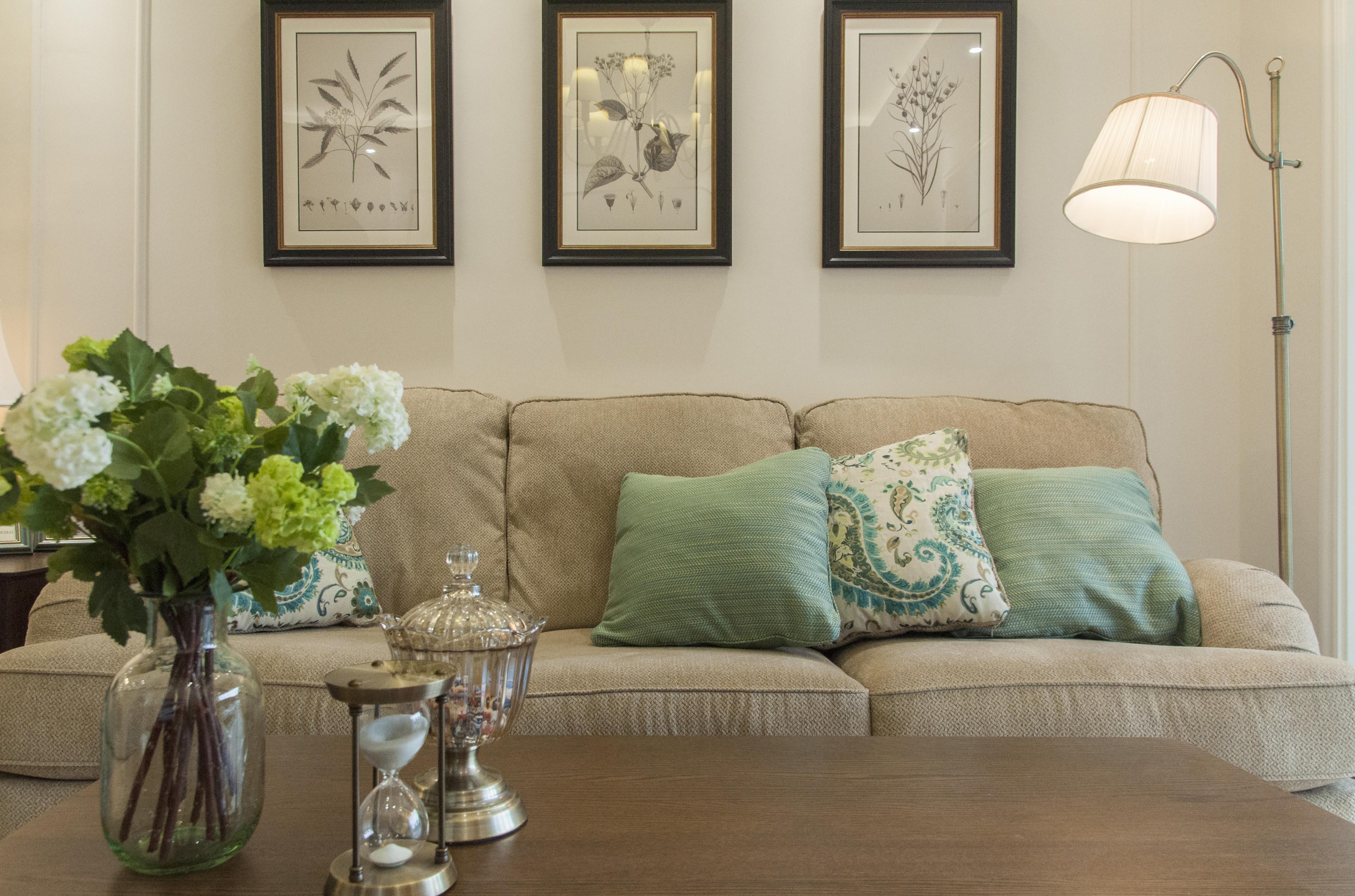 美式二居装修沙发背景墙图片