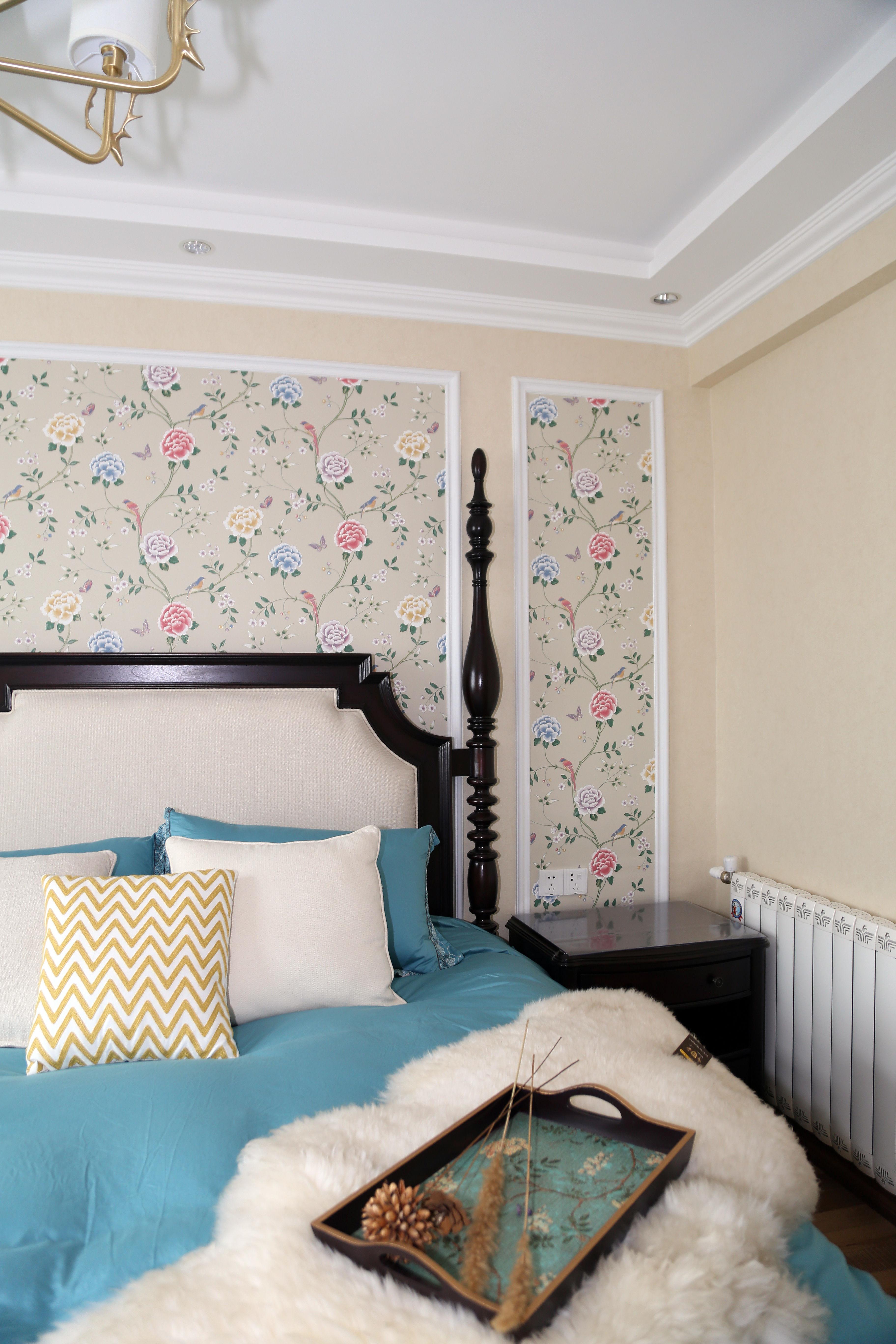 美式三居装修床头背景墙图片