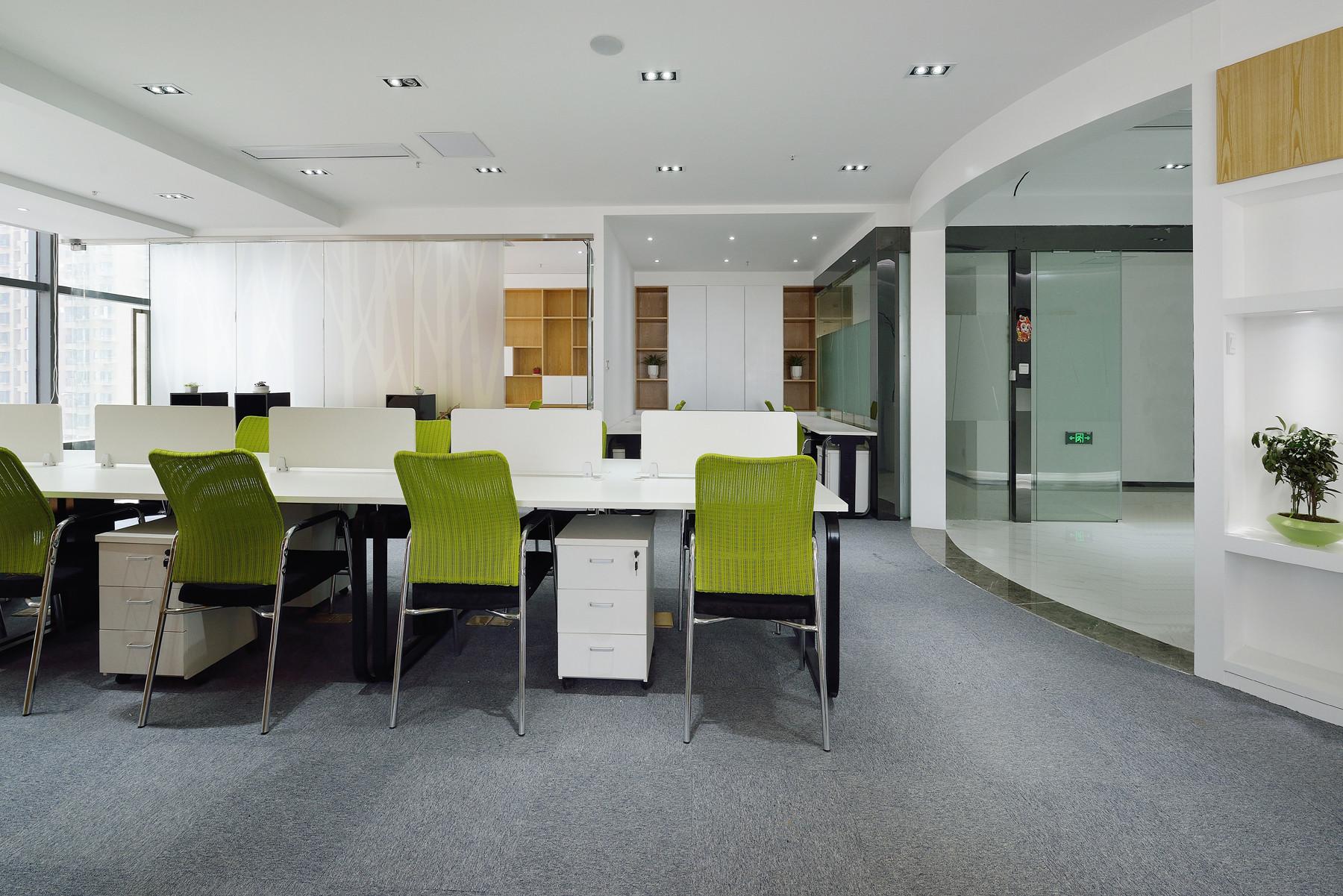现代简约办公室玻璃隔断设计