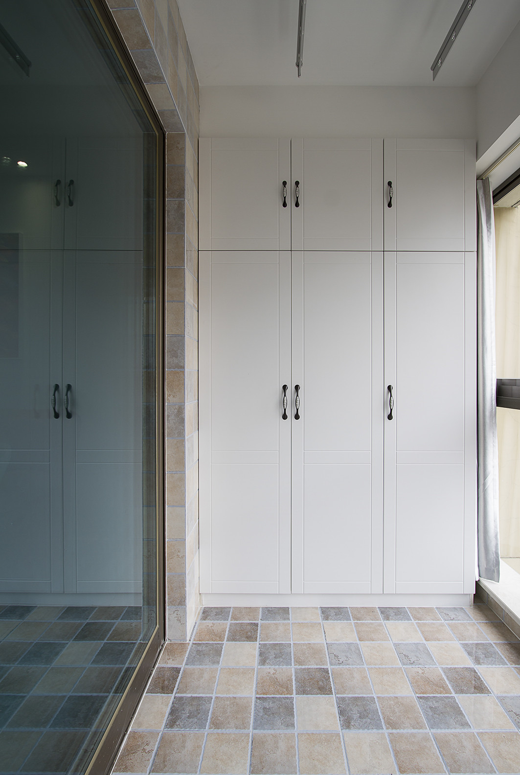 简约风格四房装修阳台储物柜图片