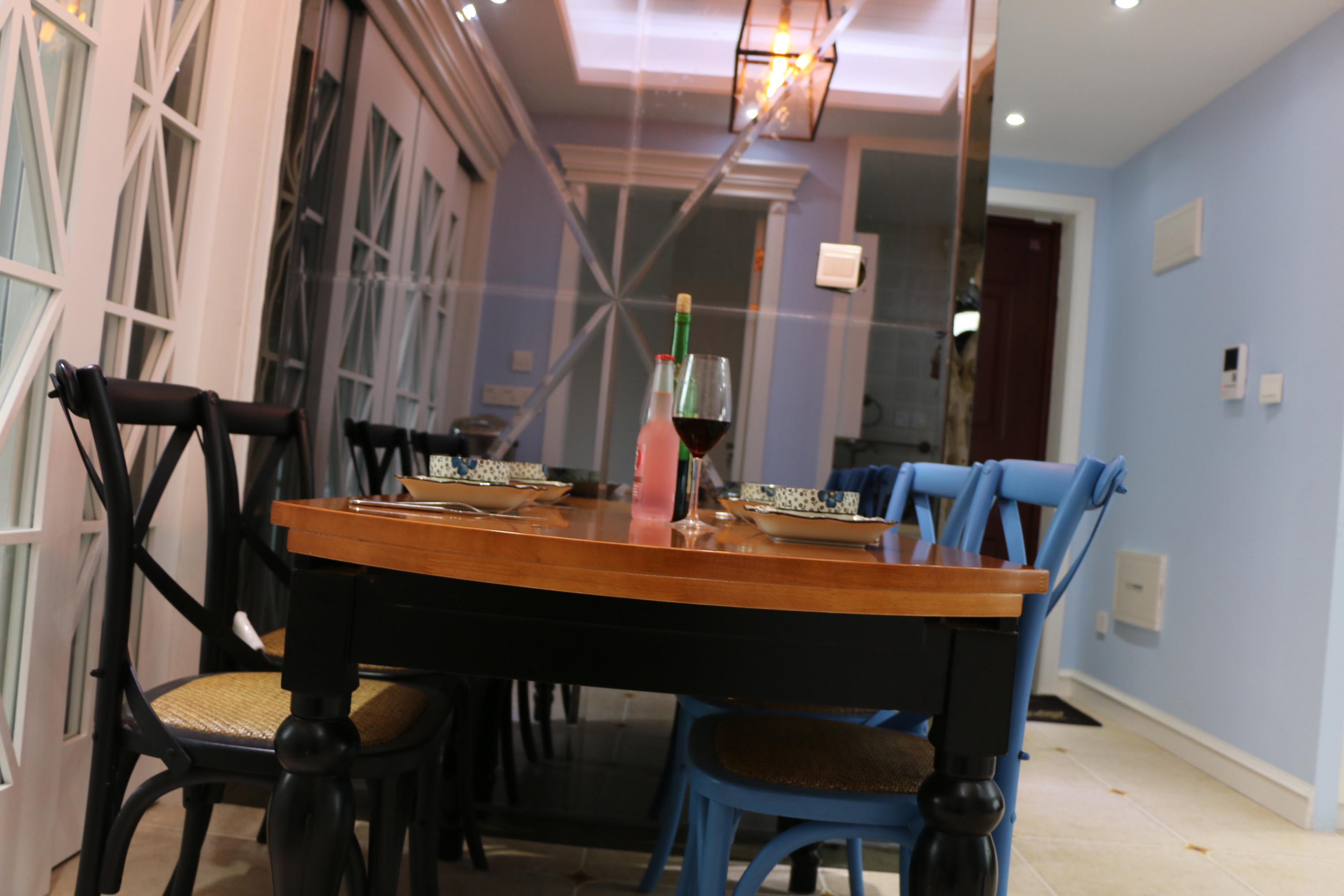 80平美式风装修餐桌椅图片