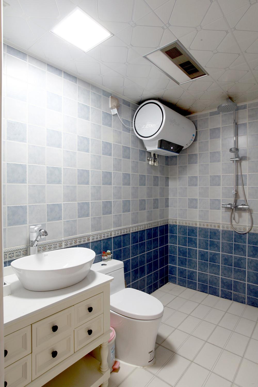 混搭二居室装修卫生间装潢图