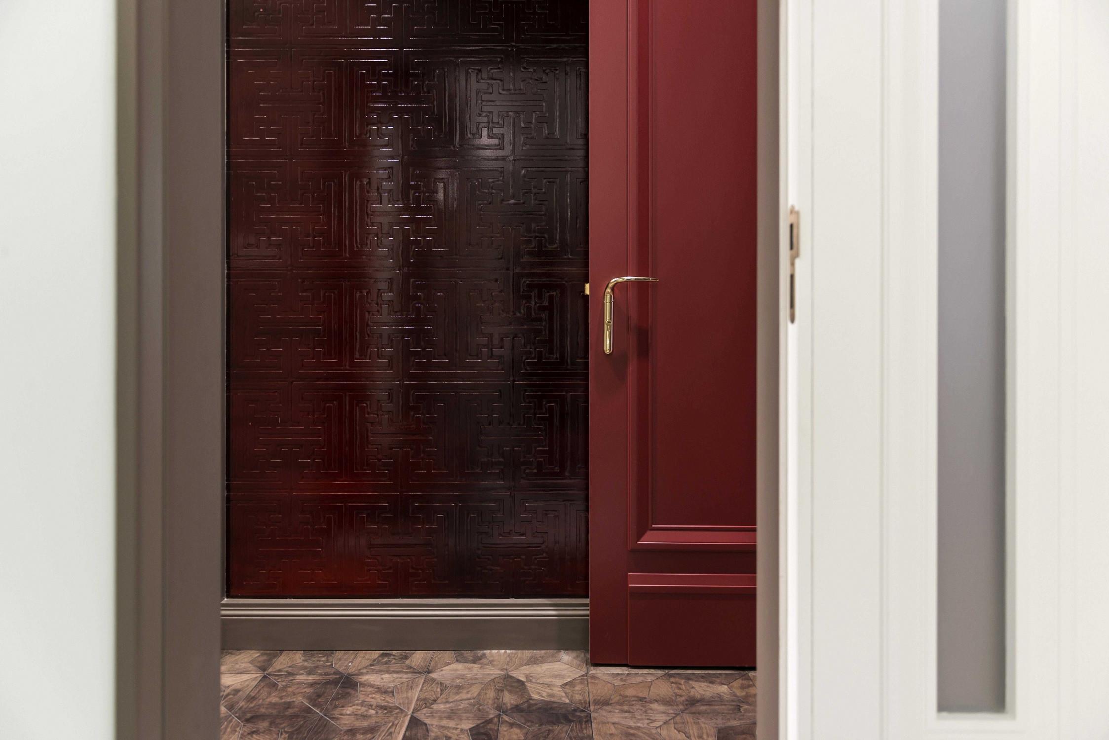 现代别墅装修卧室门墙