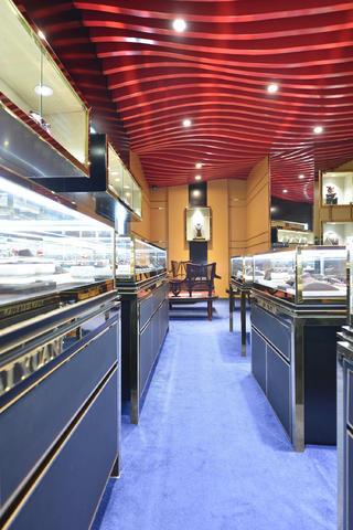 25平珠宝店装修过道图片