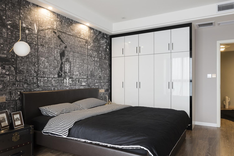 126平混搭三居室装修衣柜图片