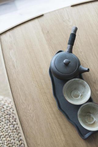 日式三居装修茶几特写