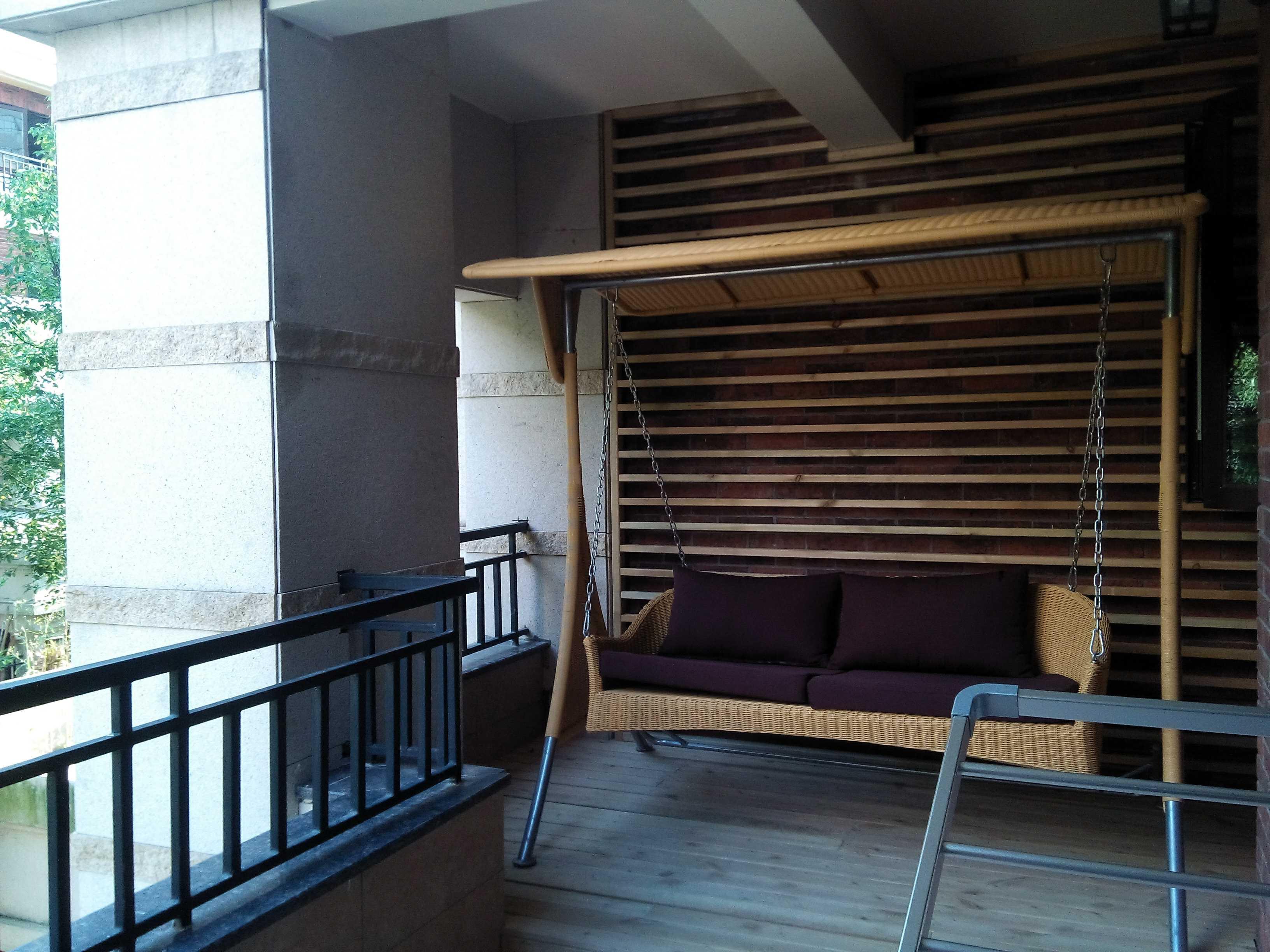 欧式风格别墅装修阳台布置图
