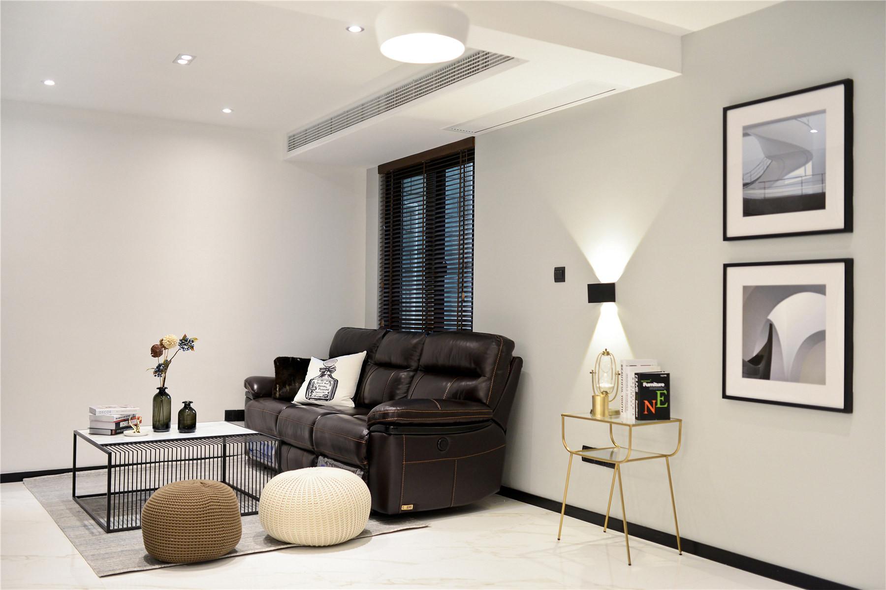 黑白简约风装修沙发图片