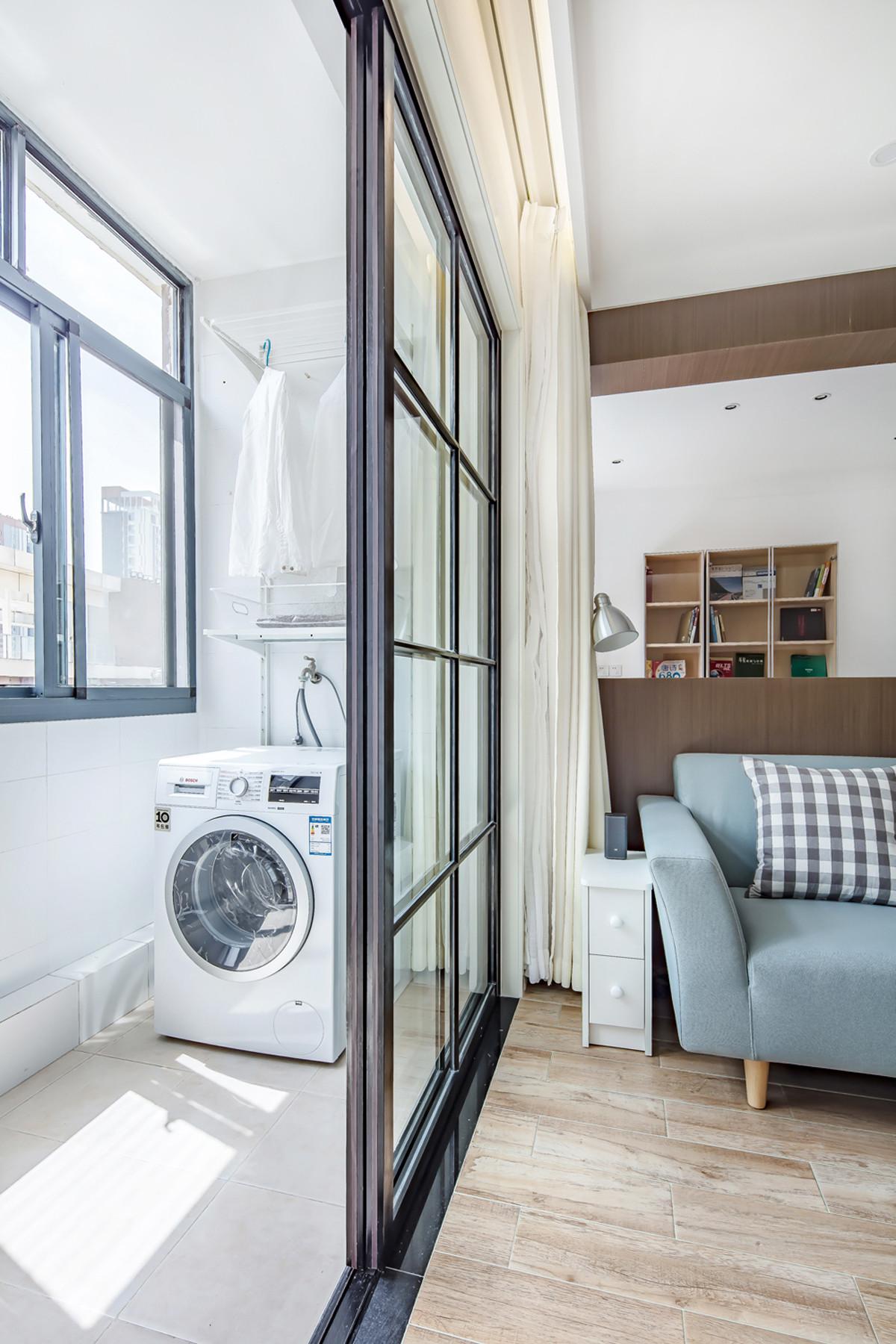 80平北欧之家玻璃推拉门设计