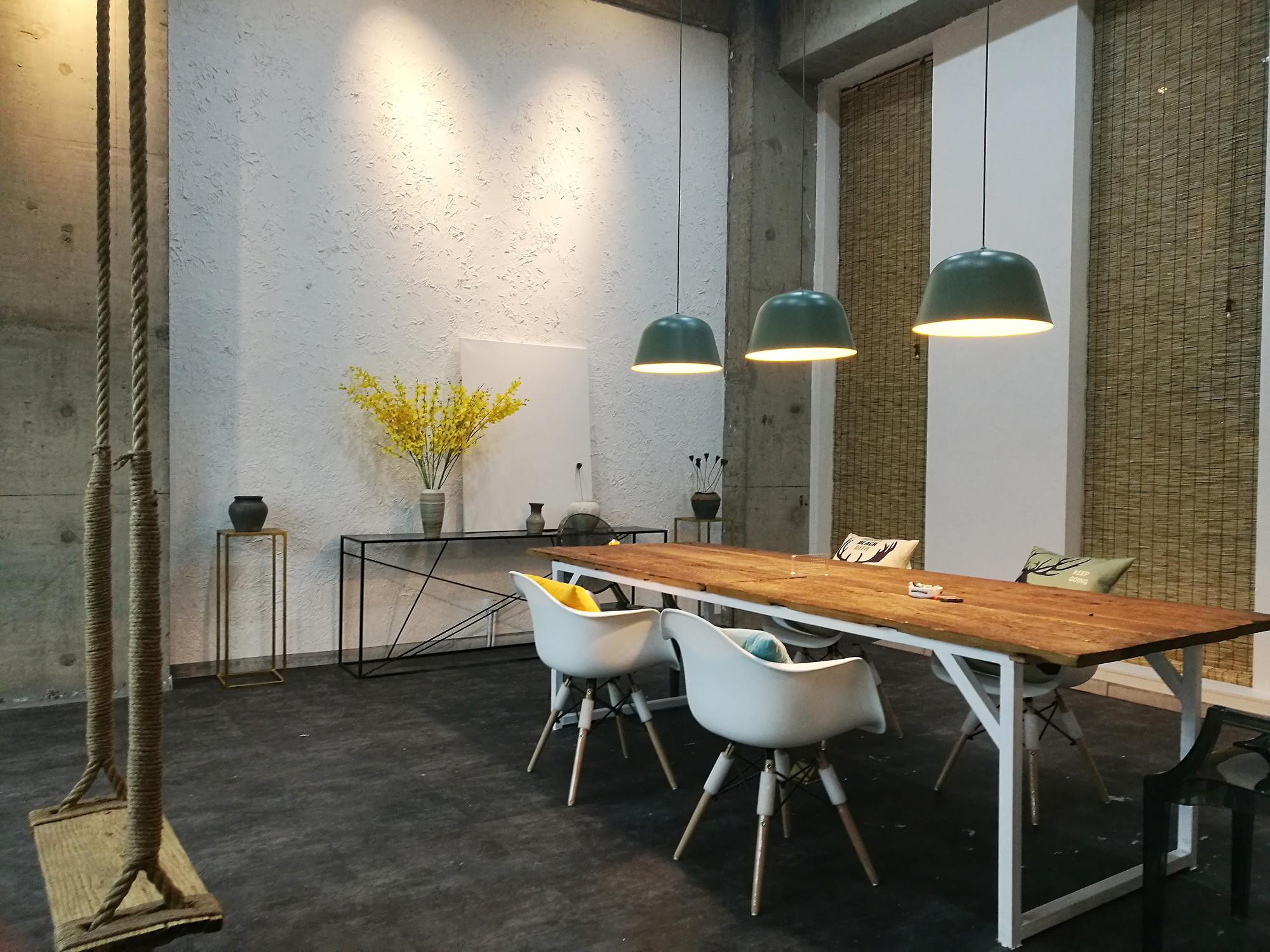 混搭工业风办公室装修办公桌背景墙图片