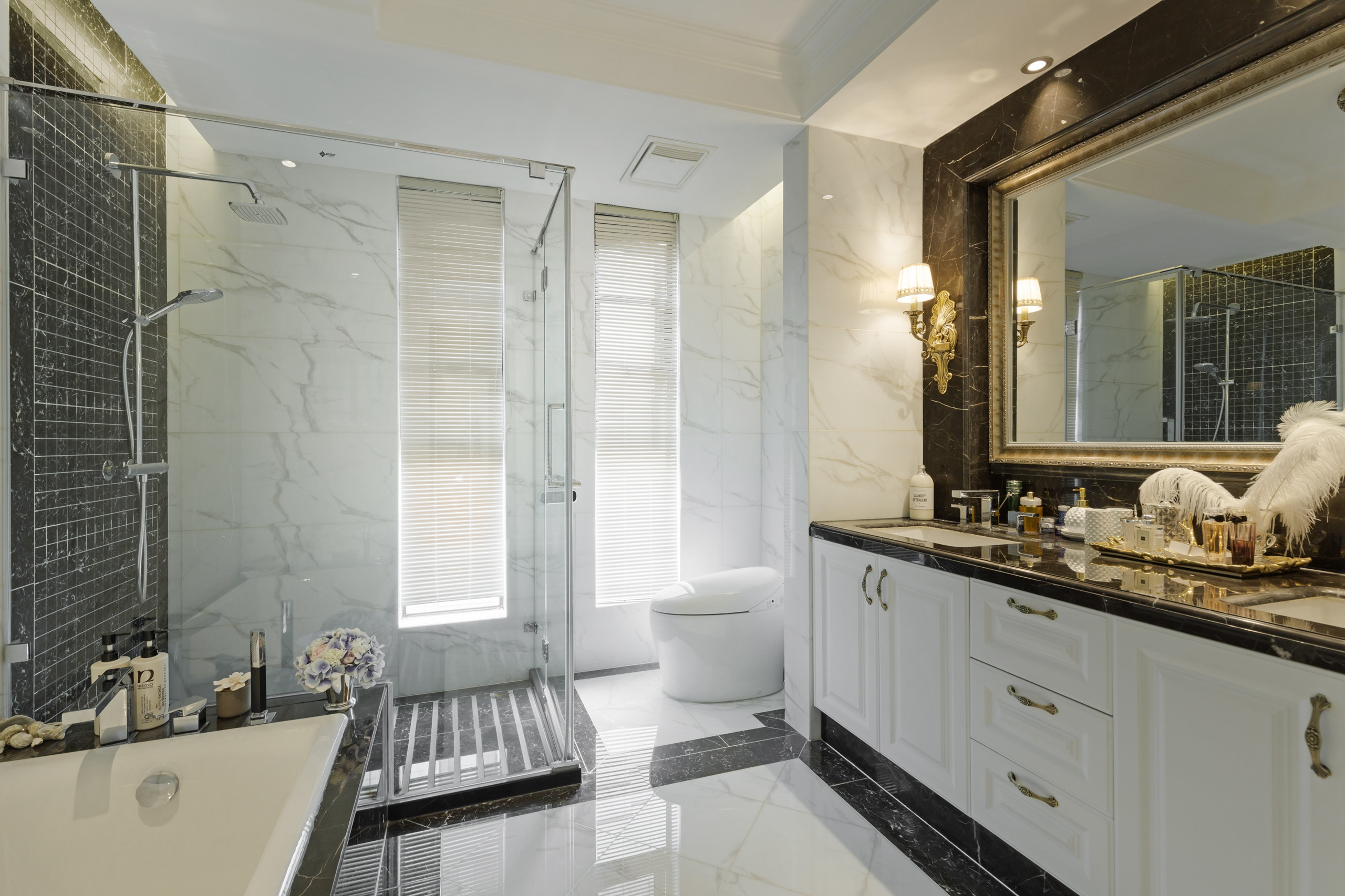 新古典三居装修卫生间效果图
