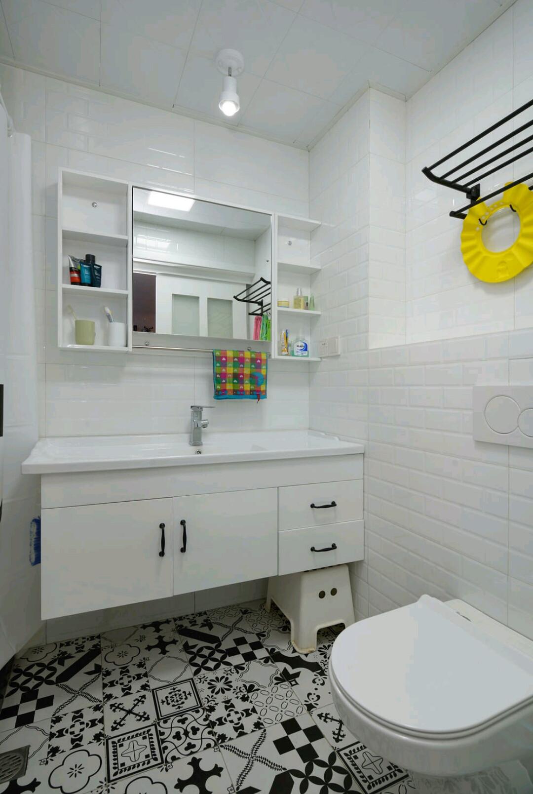 装修效果图 家居美图 75平米两室一厅白色厨房2平米卫生间洗手台图片
