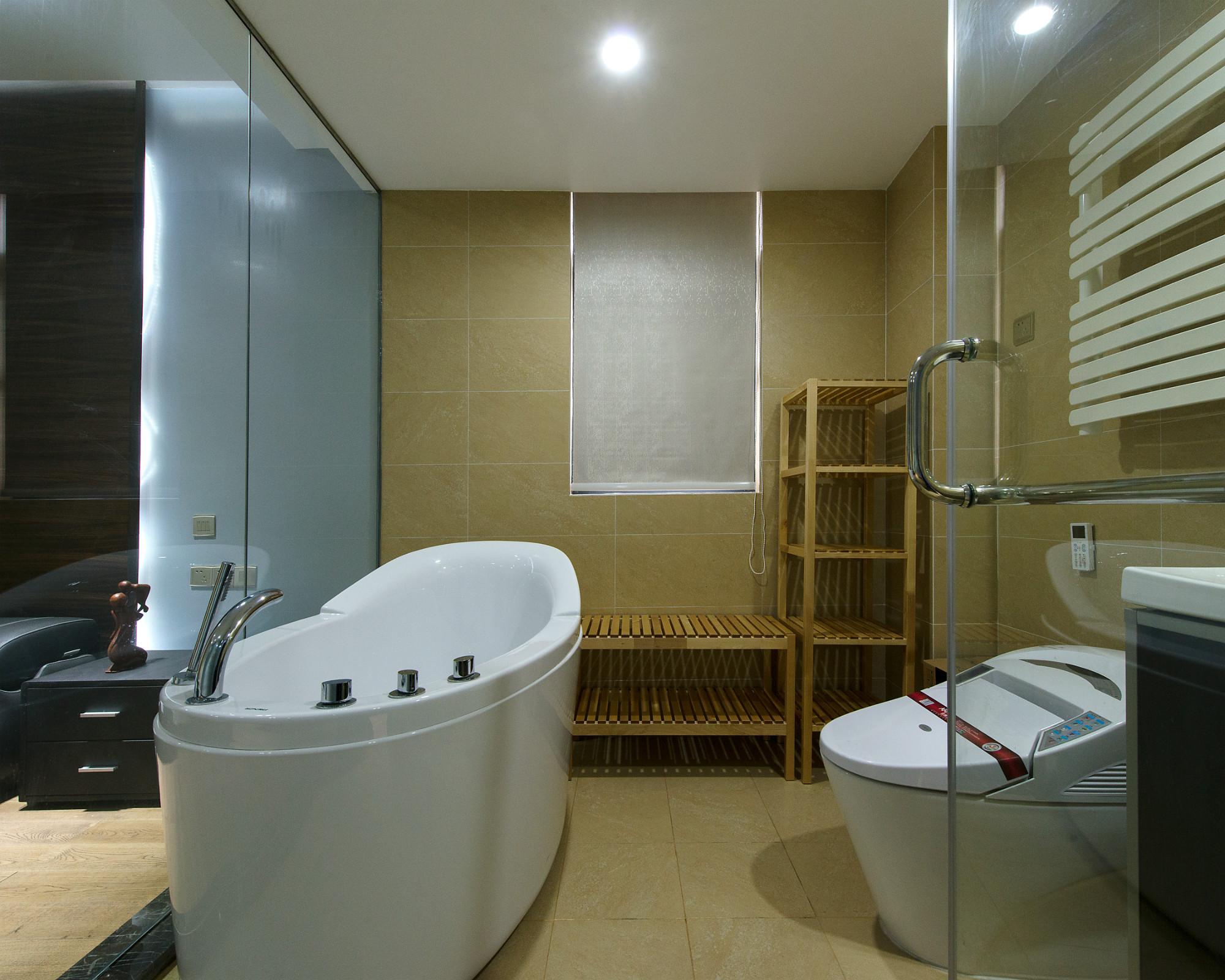 现代三居装修浴缸图片