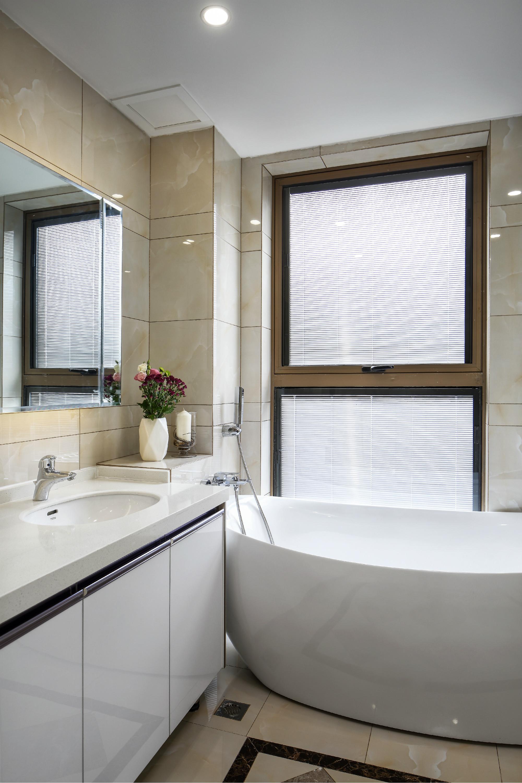现代简约二居室装修卫生间效果图
