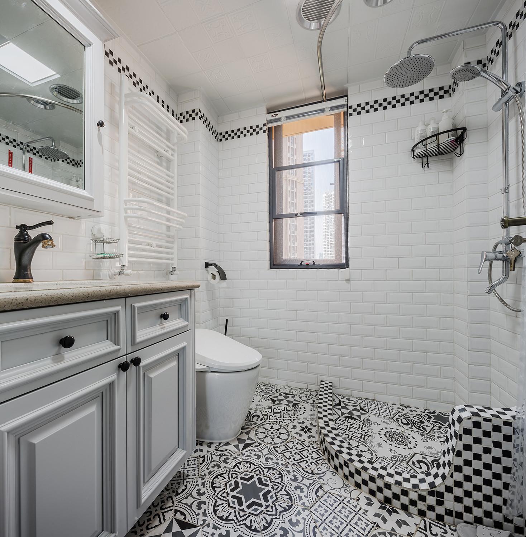 美式三居装修卫生间搭配图
