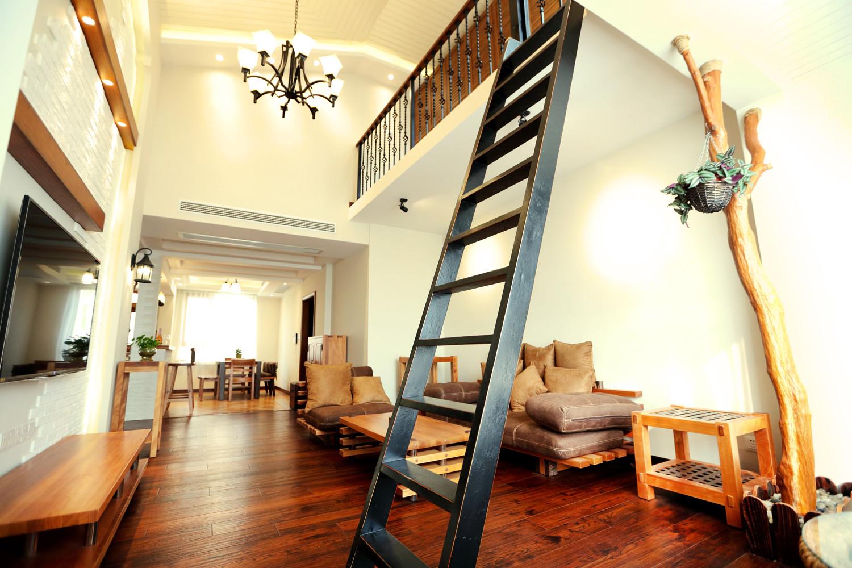 自然北欧风三居装修楼梯图片