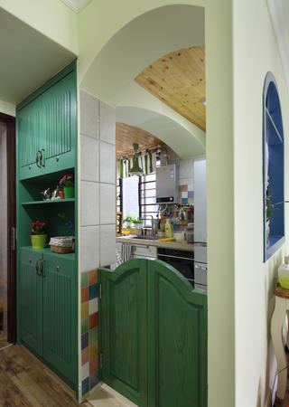90平田园风装修厨房入户门