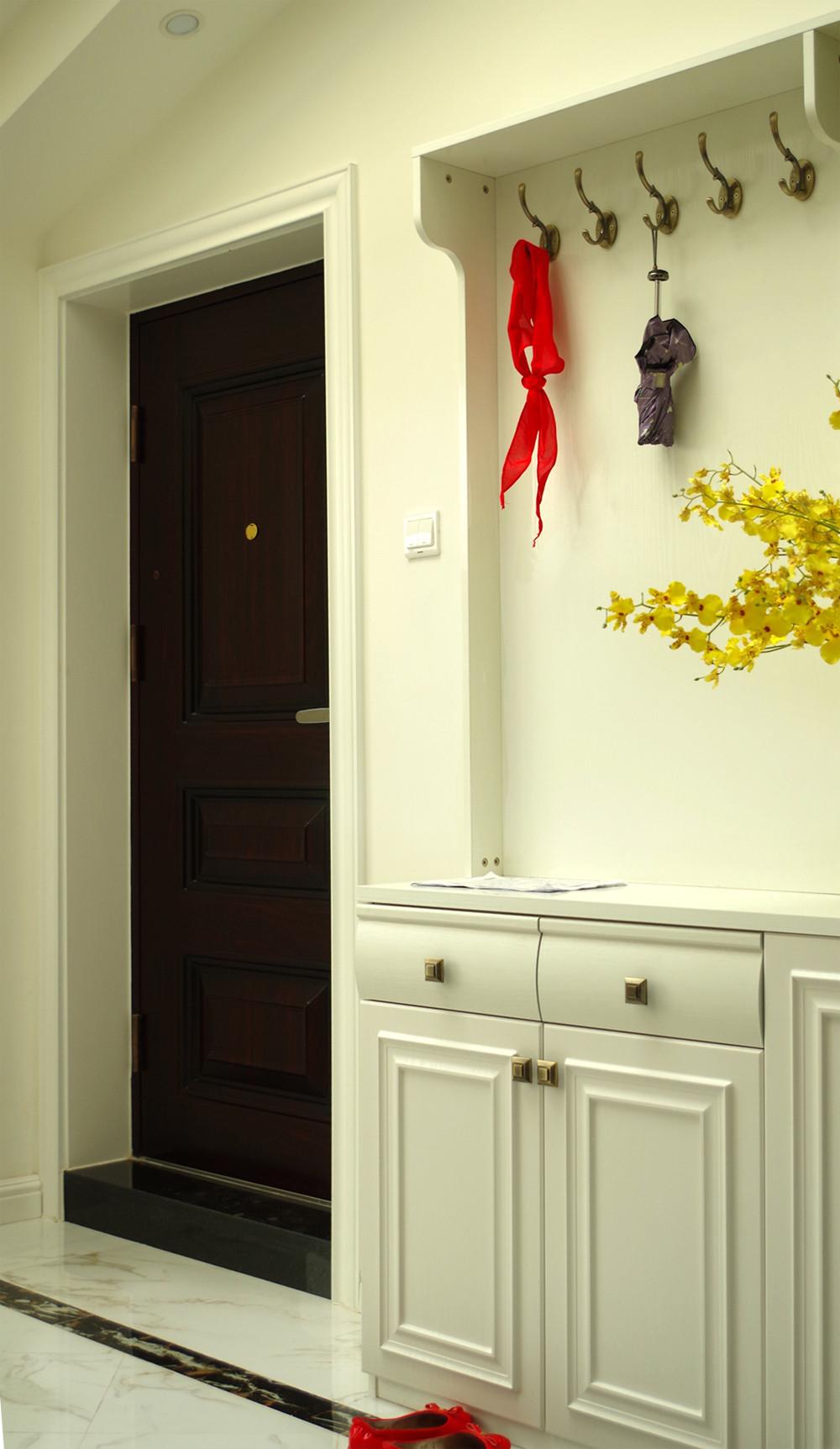 美式三居室装修门厅鞋柜图片