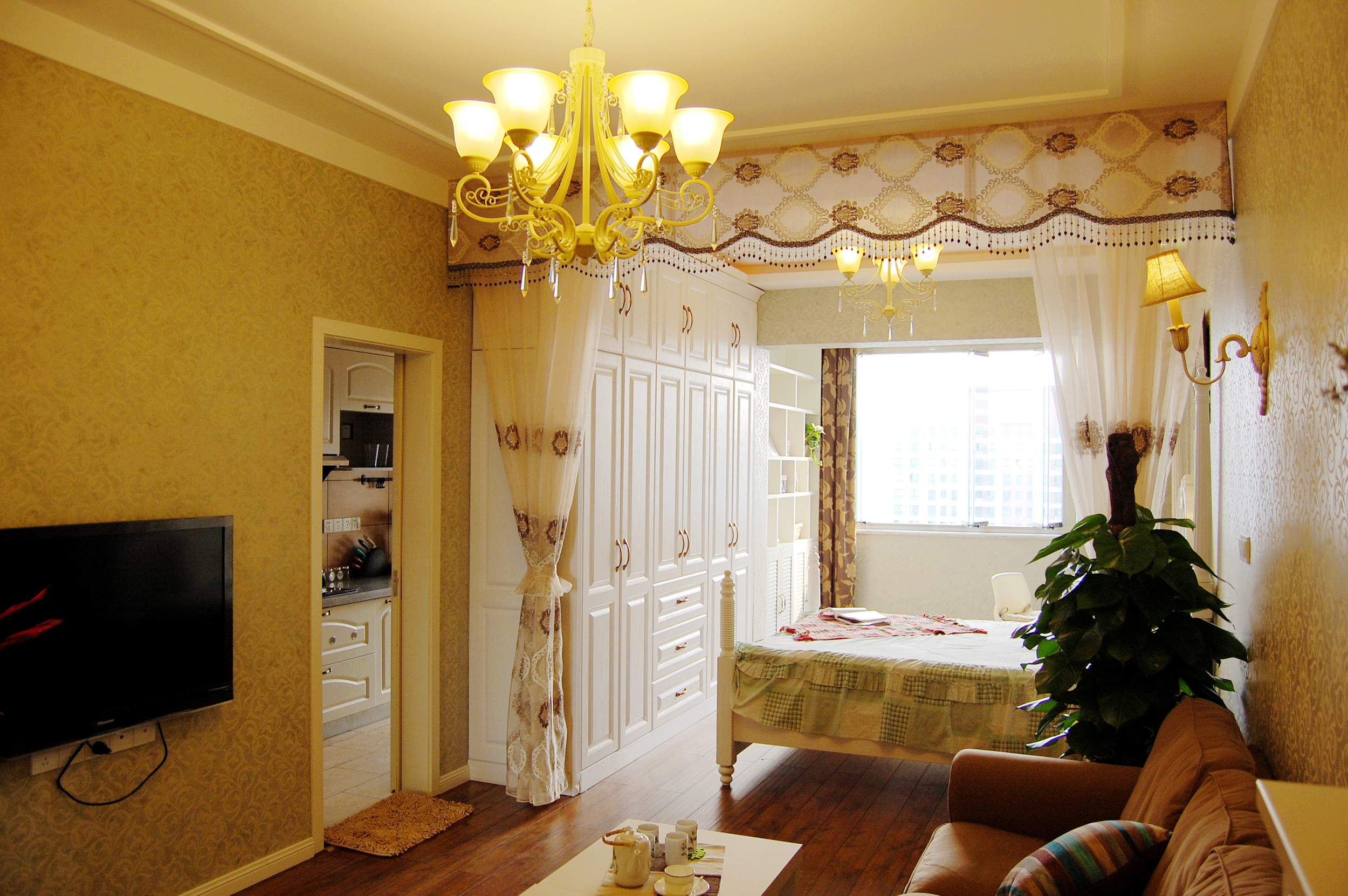 一居室小户型混搭装修衣柜图片