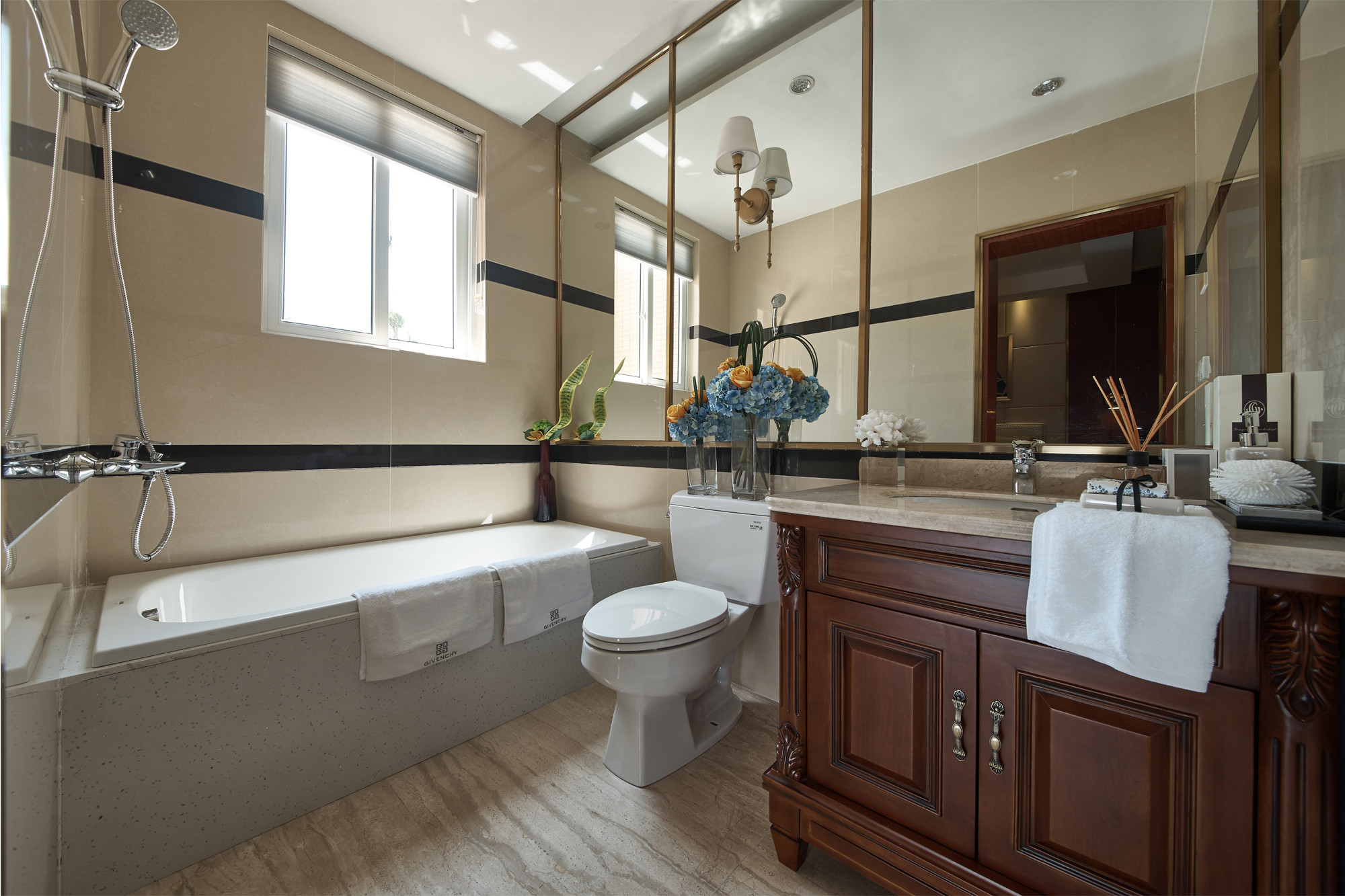现代三居装修卫生间参考图