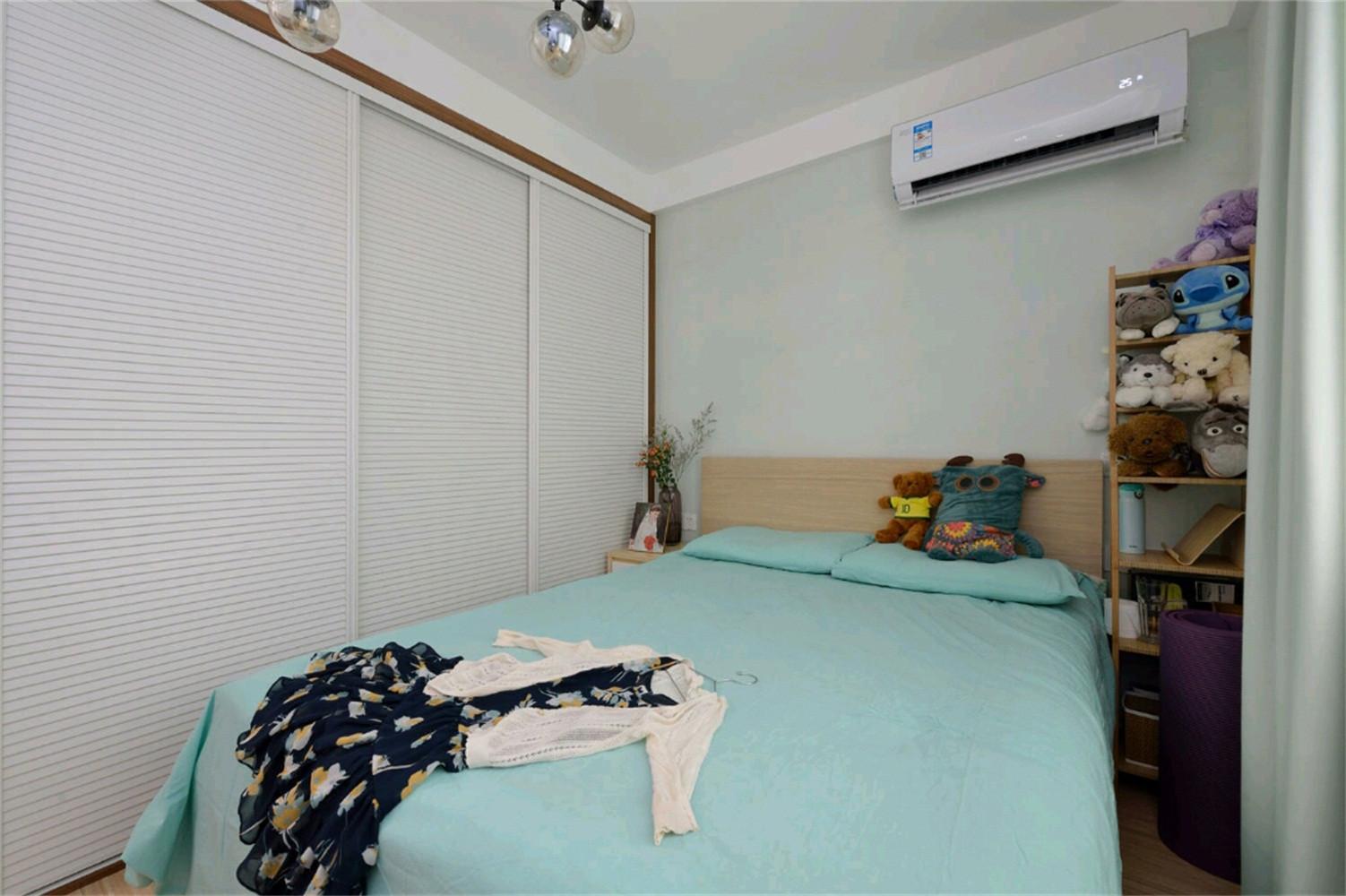 北欧二居室小户型装修衣柜图片