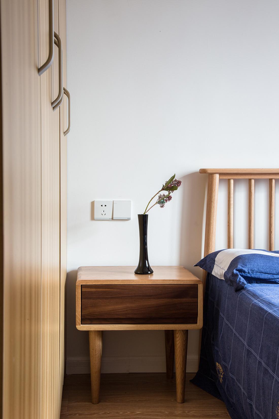 二居室日式风格家床头柜图片