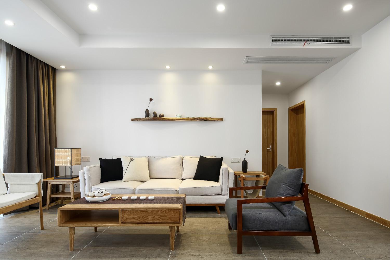 140平日式装修沙发背景墙图片
