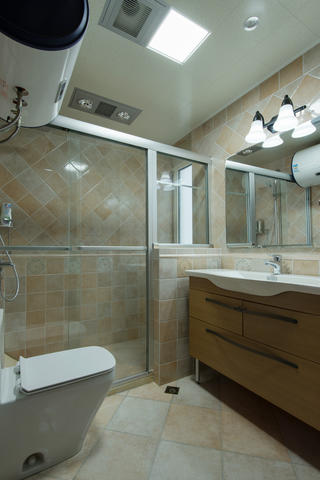 美式三居装修卫生间设计图