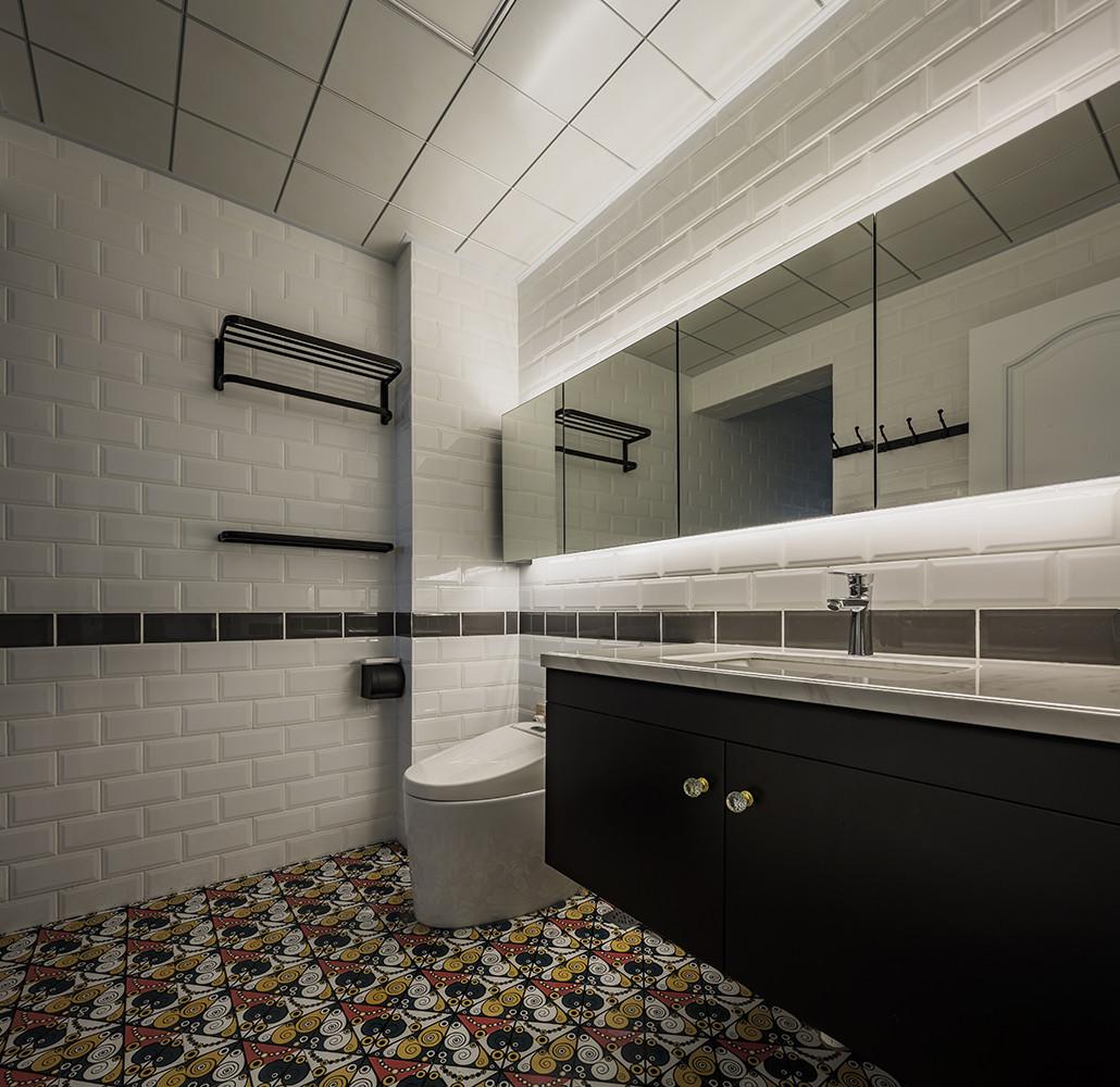 90平美式装修卫生间设计图