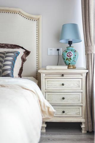 复式美式风格装修床头柜图片